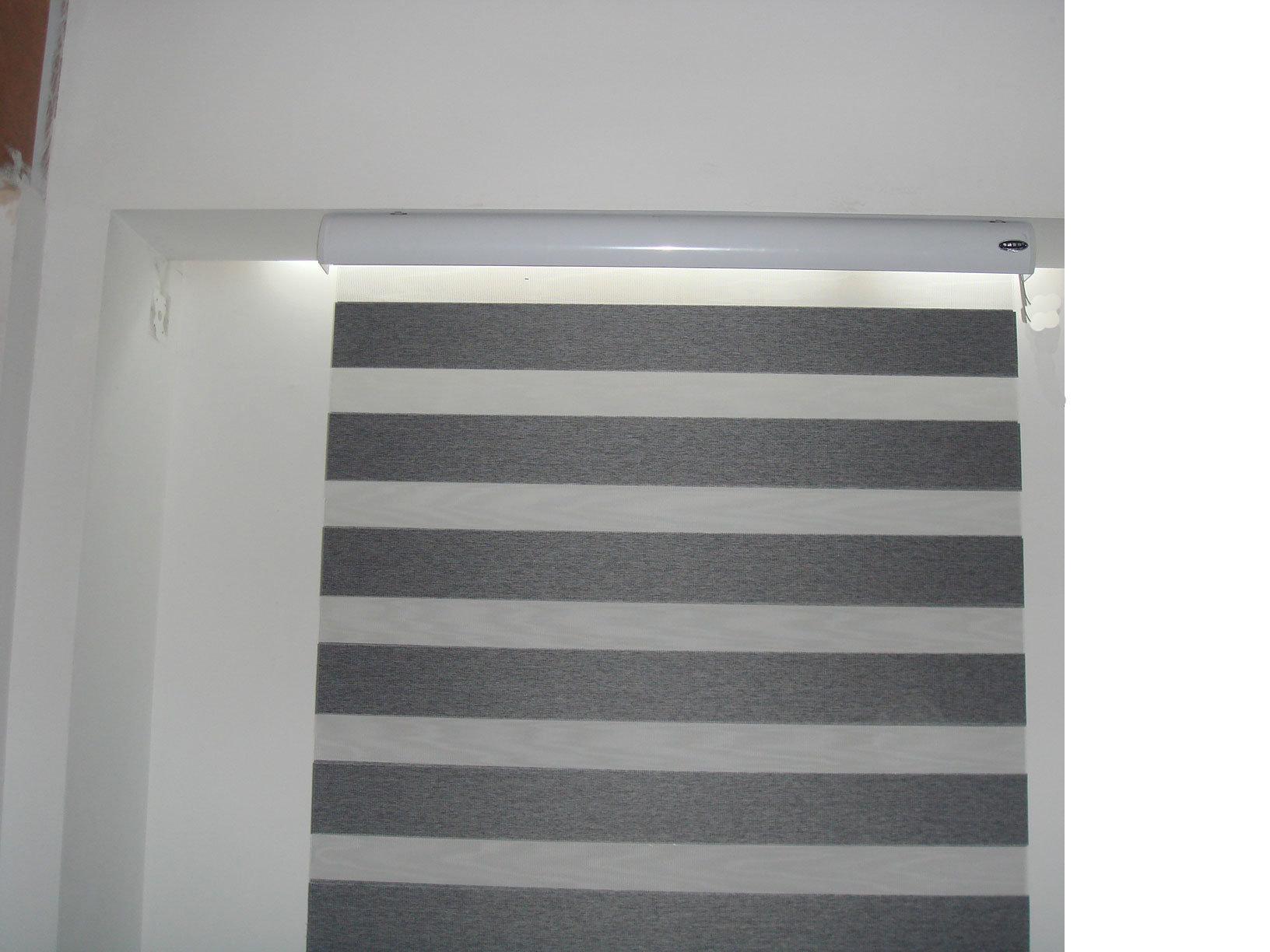 China Grey Window Patterned Roller Blind Horizontal