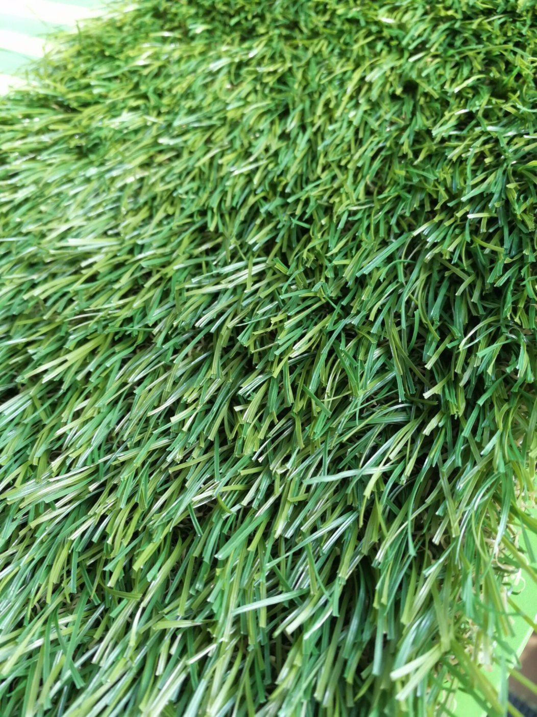 Natural Looking Synthetic Grass for Garden Landscaping Decorations