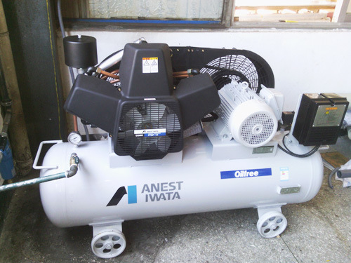 Anest Iwata Oilfree Piston Air Compressor