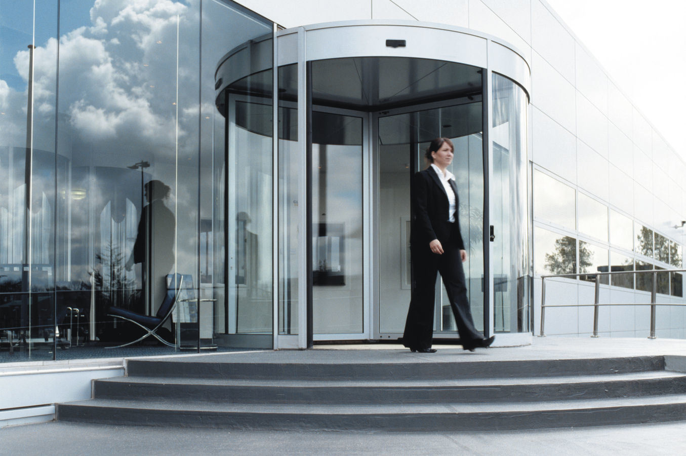 Automatic Revolving Door, 3 Wings, Lenze Motor, Siemens Frequency Invertor, Disabled Switch and Emergency Stop Switch