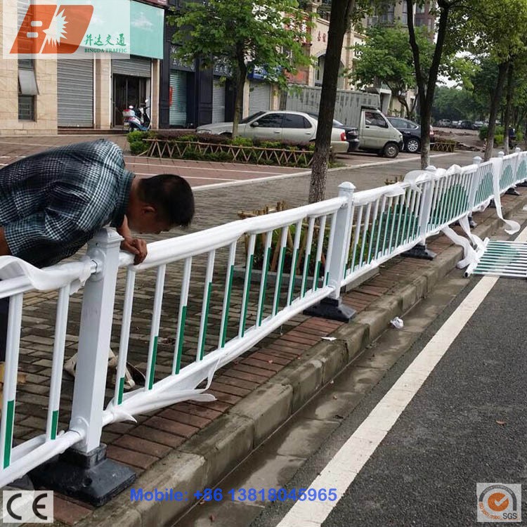 Galvanized Steel Decorative Municipal Engineering Fence Road Isolation Guardrail pictures & photos