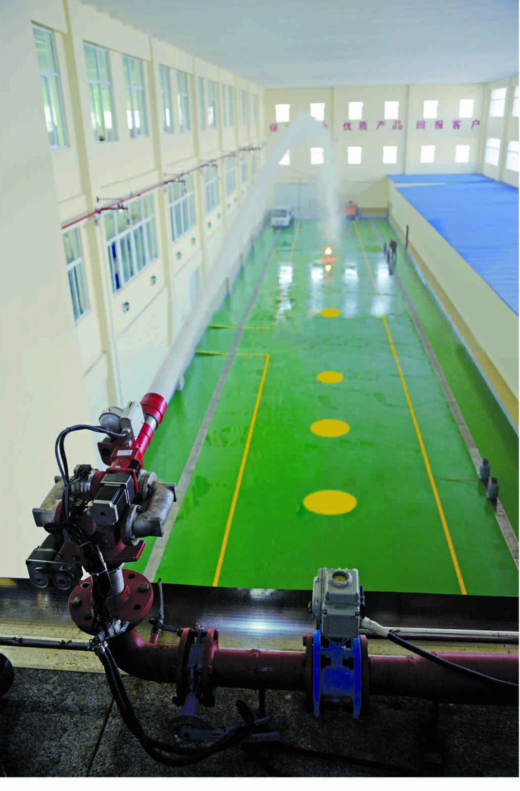 Automatic Target-Seeking Water Spraying Fire Extinguishing System in Large Space