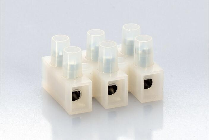 China Plastic Terminal Block (T10-03BW)