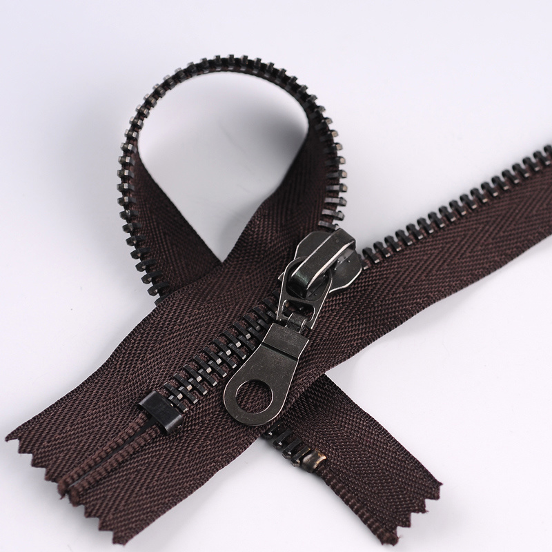 New Style Metal Zipper with Shining Painted Slider