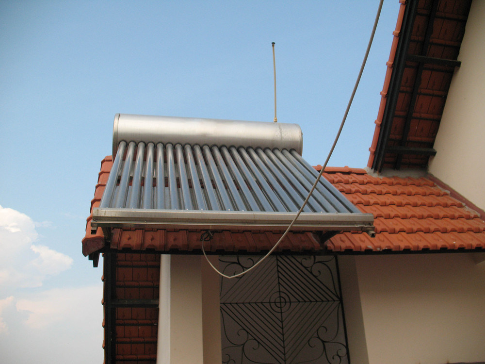 Low Pressure Solar Thermal Water Heating System