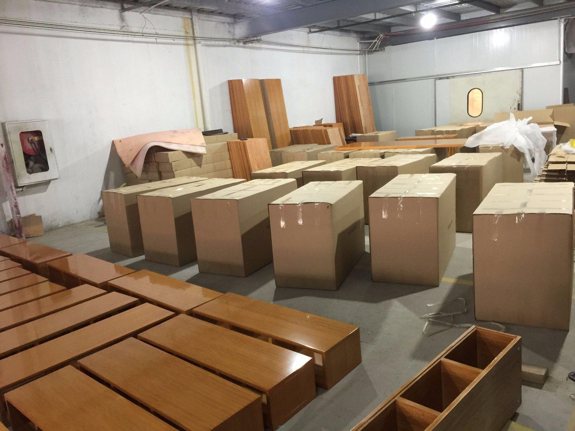 2018 New Design Kingsize Luxury Chinese Wooden Restaurant Hotel Bedroom Furniture (GLB-5000801)