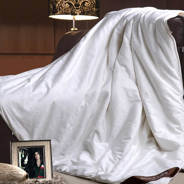 High Quality Cotton 300tc Cover with Silk Filling Hotel Duvet Insert