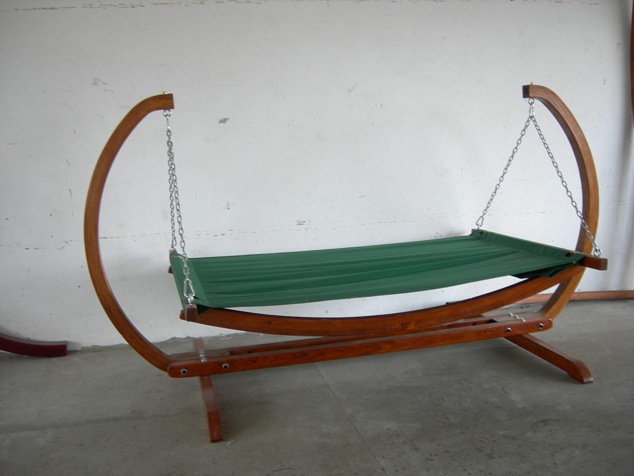 Swinging Chair With Stand