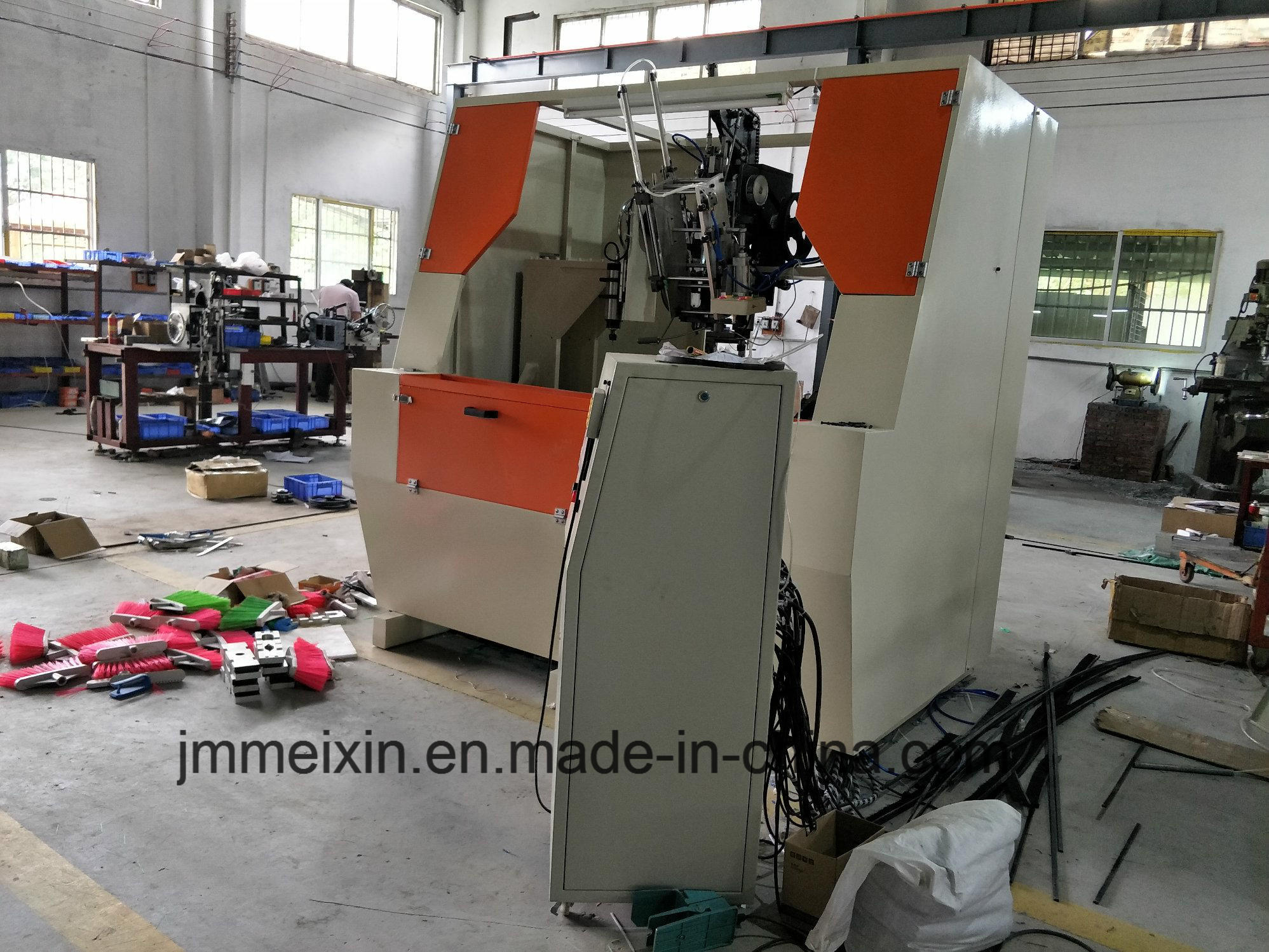 High Speed 5 Axis 3 Heads CNC Drilling and Tufting Broom Making Machine/Scrubbing Brush Machine (2 drilling and 1 tufting)