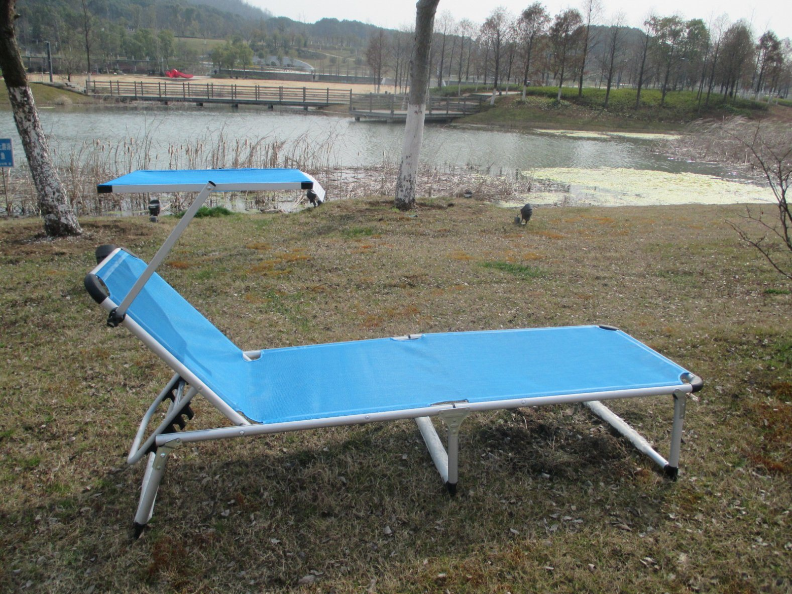 Folded Metal Outdoor Camping Bed
