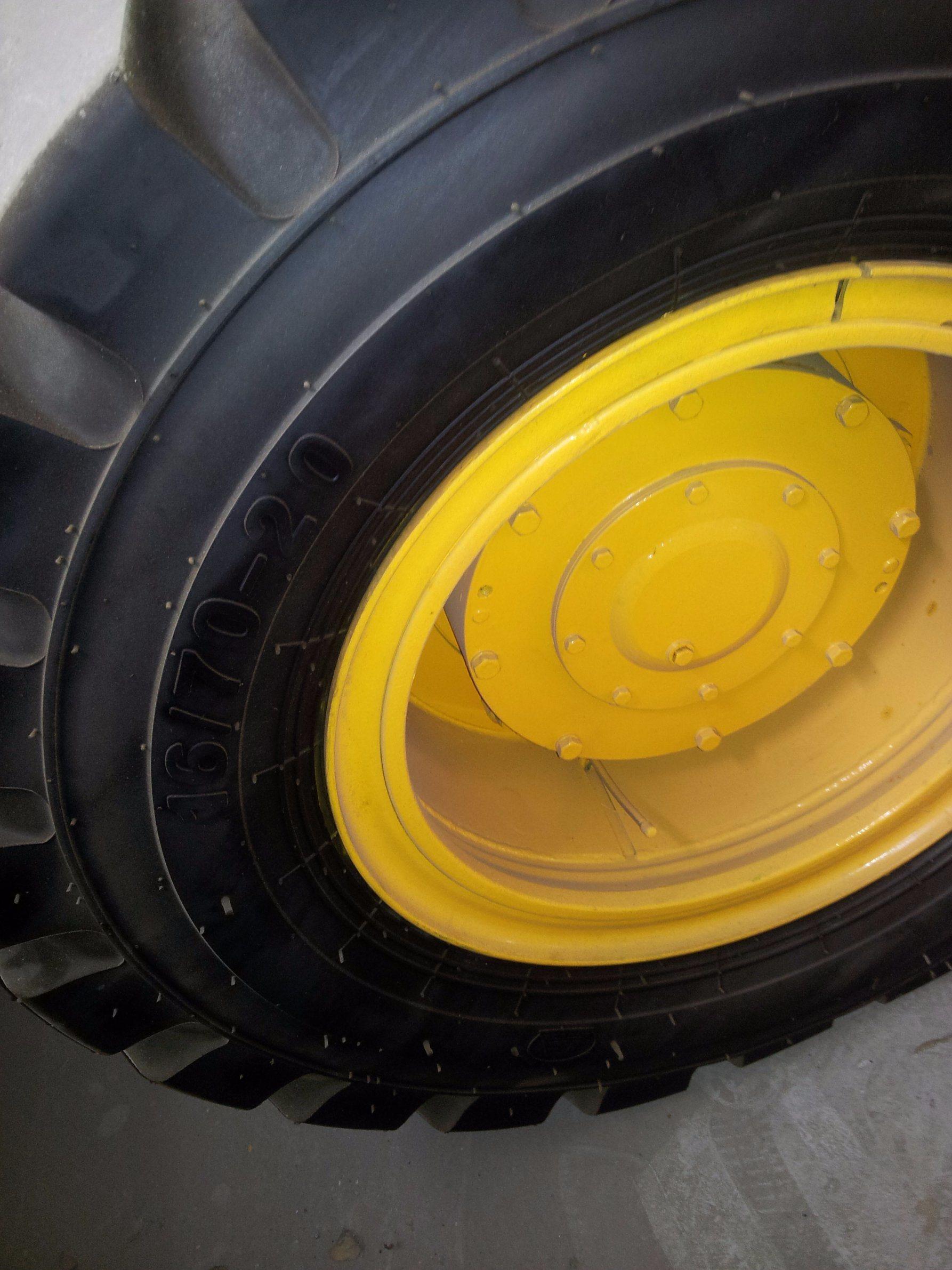 Middle-Size Wheel Loader Pilot Control