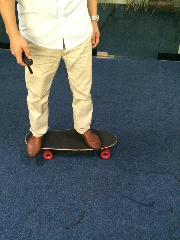 High Quality Four Wheel Smart Fashion Electric Skateboard