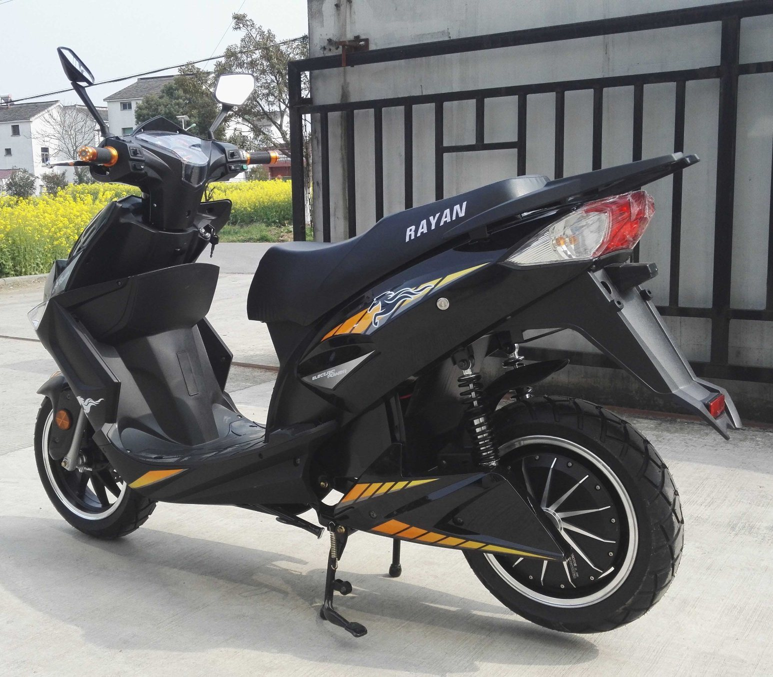 South America Hot Sales 1000W/1500W/2000W 72V20ah Lead Acid/Lithium Battery Electric Motorcycle
