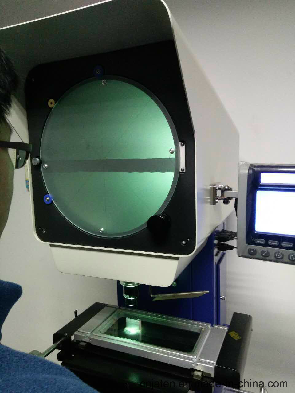 Manual Optical Comparator Used in Mold Industry