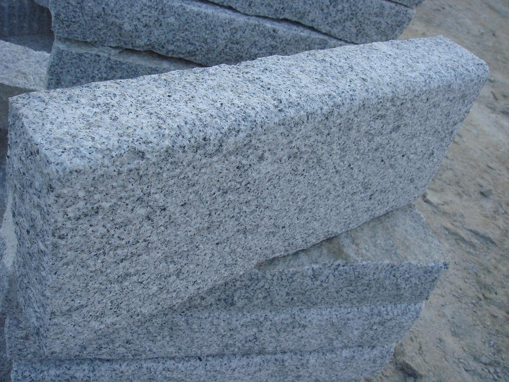 Cheap Grey Granite Rough Pick Kerbstone
