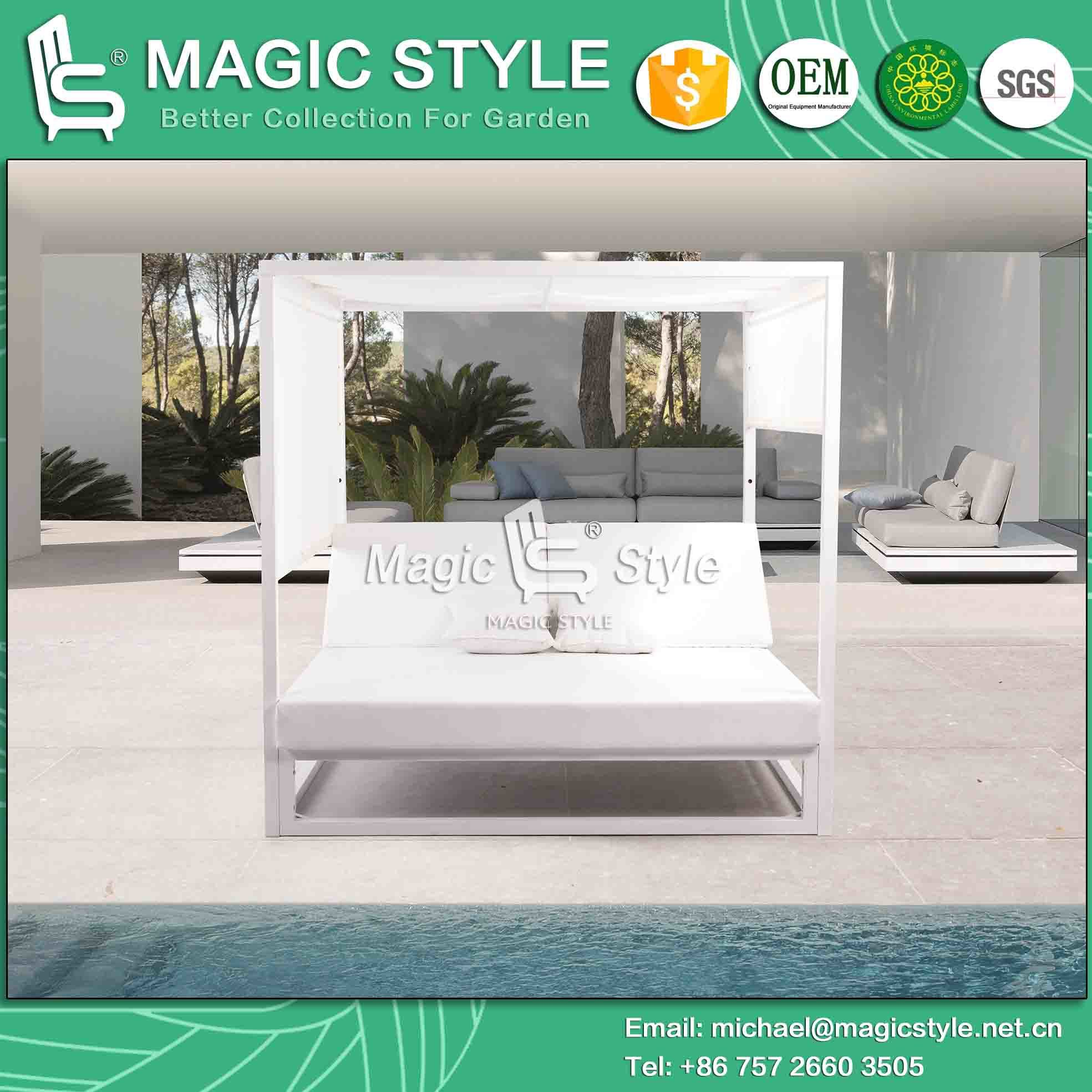 Outdoor Aluminum Daybed with PU Cushion Hotel Sunbed Garden Sunbed Leisure Sun Lounger with Curtians Modern Daybed