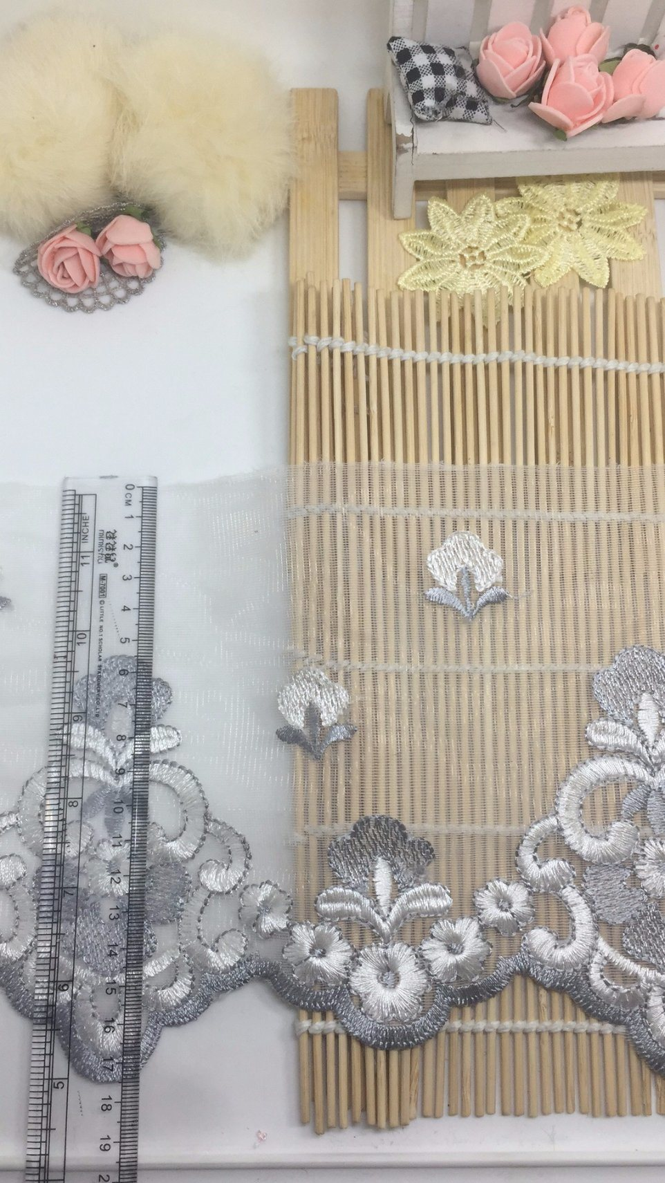 17.5cm Width Bi-Color Embroidery Trimming Polyester Thread Net Mesh Lace for Garments Accessory & Home Textiles & Curtains Decoration (S104V)