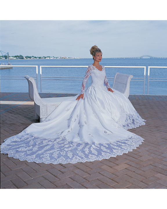 """Traditional Wedding Gowns With Detachable Trains: China New Arrivals Detachable 108"""" Train Wedding Dress"""
