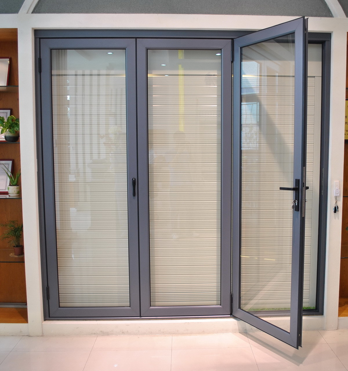 Folding doors aluminium sliding folding doors details for Aluminum sliding glass doors
