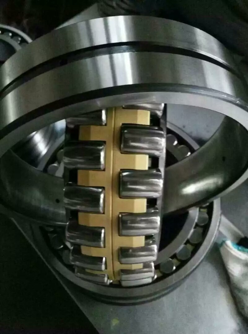 Self-Aligning Auto Bearing Spherical Roller Bearing 22213ca/W33 Wheel Bearing