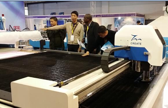 Tmcc-2225 Industrial High Ply CNC Automatic Cloth Cutter Leather PU Garment Textile Fabric Cutting Machine