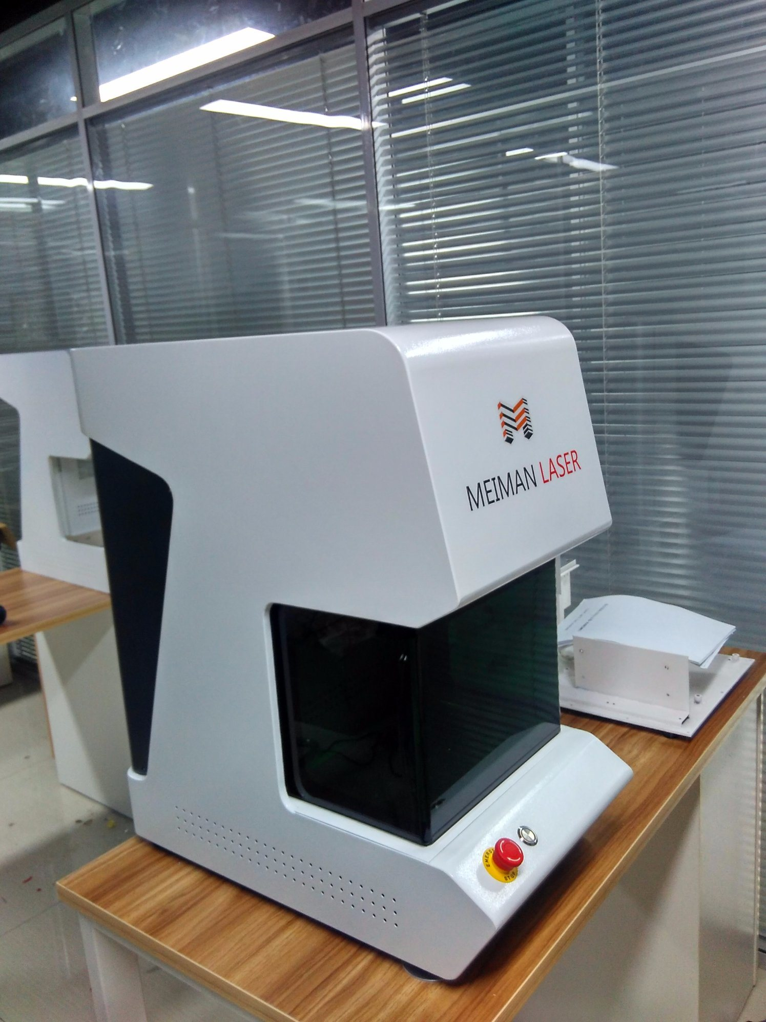 Fiber Laser Marking Metal Machine with Ce Certification