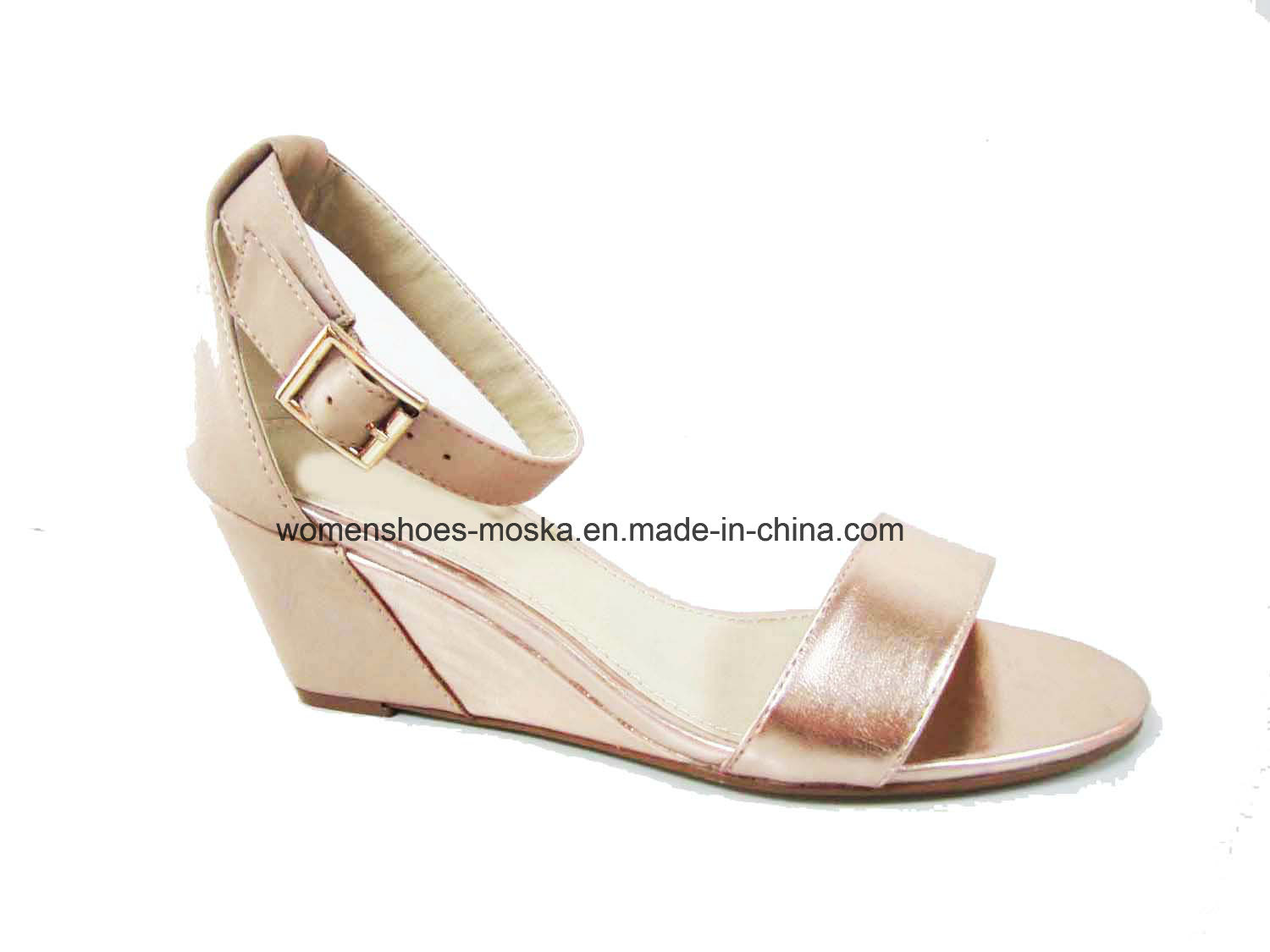 Hot Selling Lady Wedge Heel Sandal Shoes with Shinny PU Upper