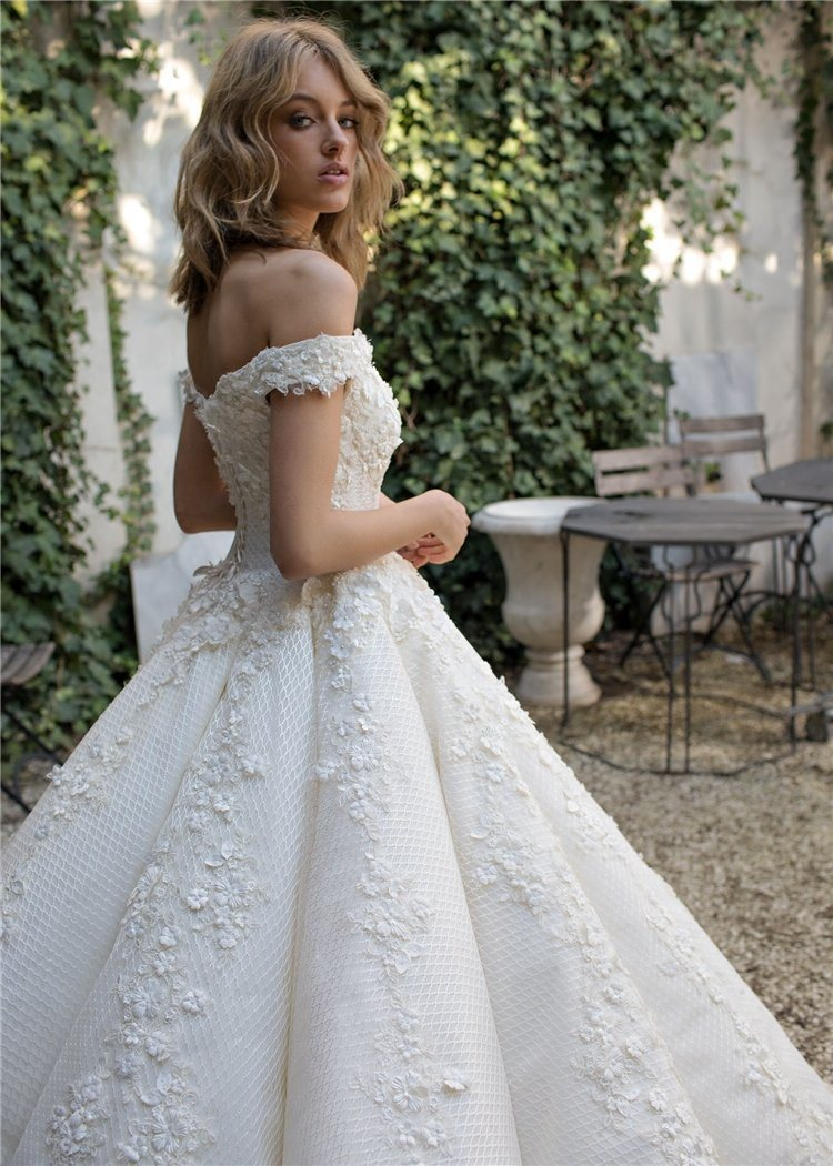off Shoulder Ball Gowns Lace Beaded Puffy Custom Bridal Wedding Dresses 2018 Lb1821