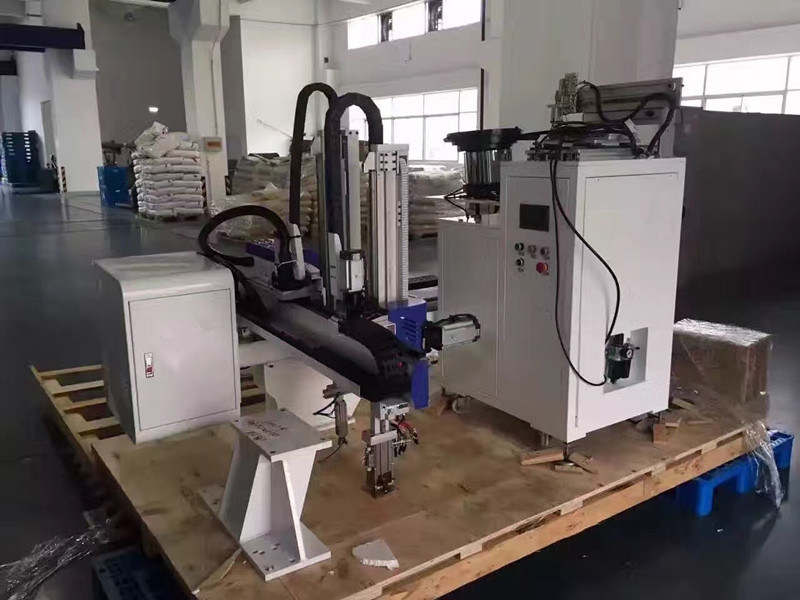 Servo Robot Arm for CNC Manufacturing Center