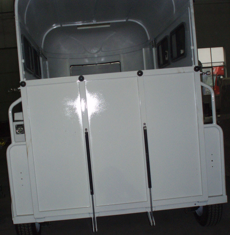 2 Horse Float With Gas Spring for Rear Ramp Door (GW-2HSL)