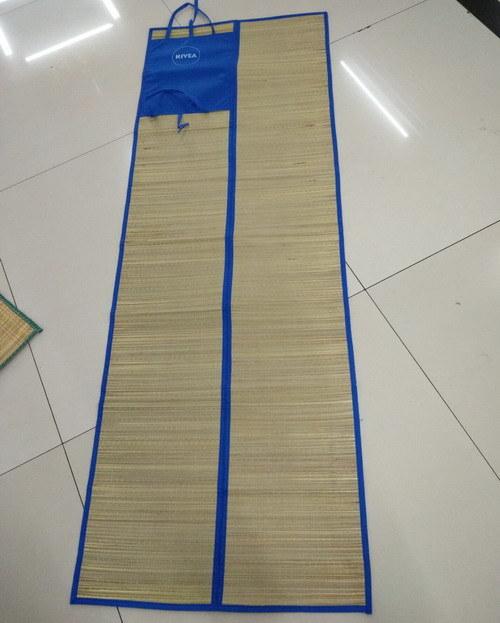 Non Woven Travel Picnic Blanket Foldable Sandless Cheap Straw Beach Mat