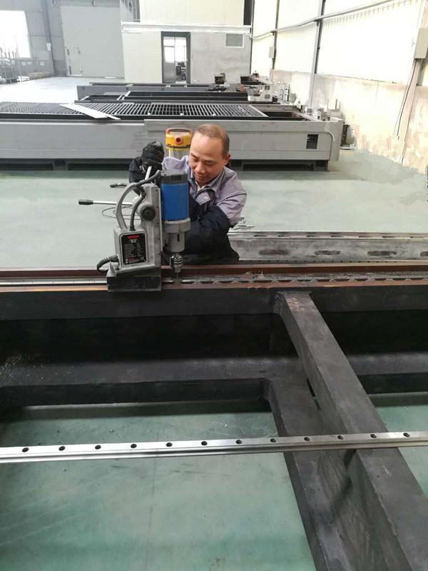 500W-1000W Fiber Laser Cutting Machine
