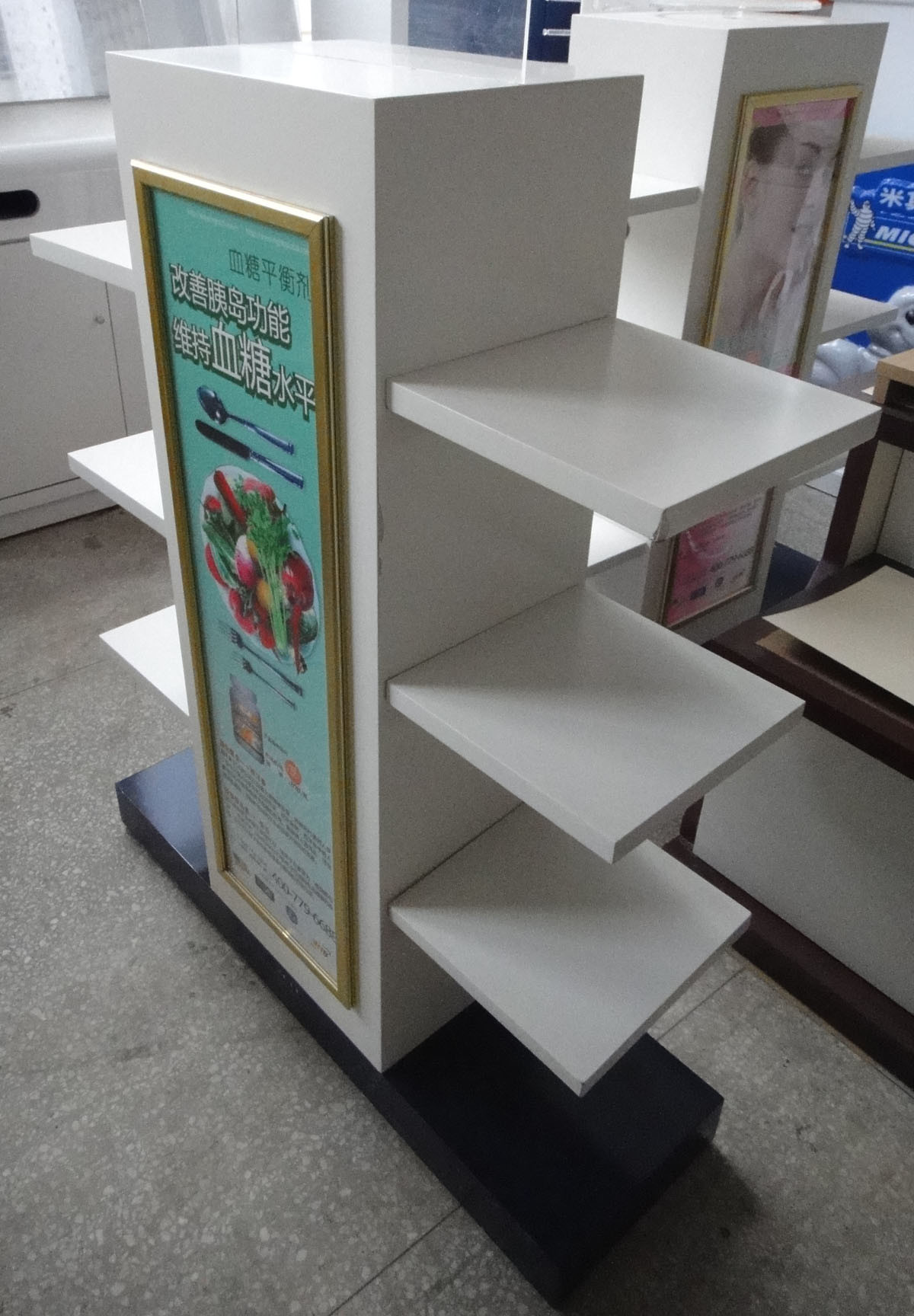 SGS ISO MDF Wooden Retail Display Rack
