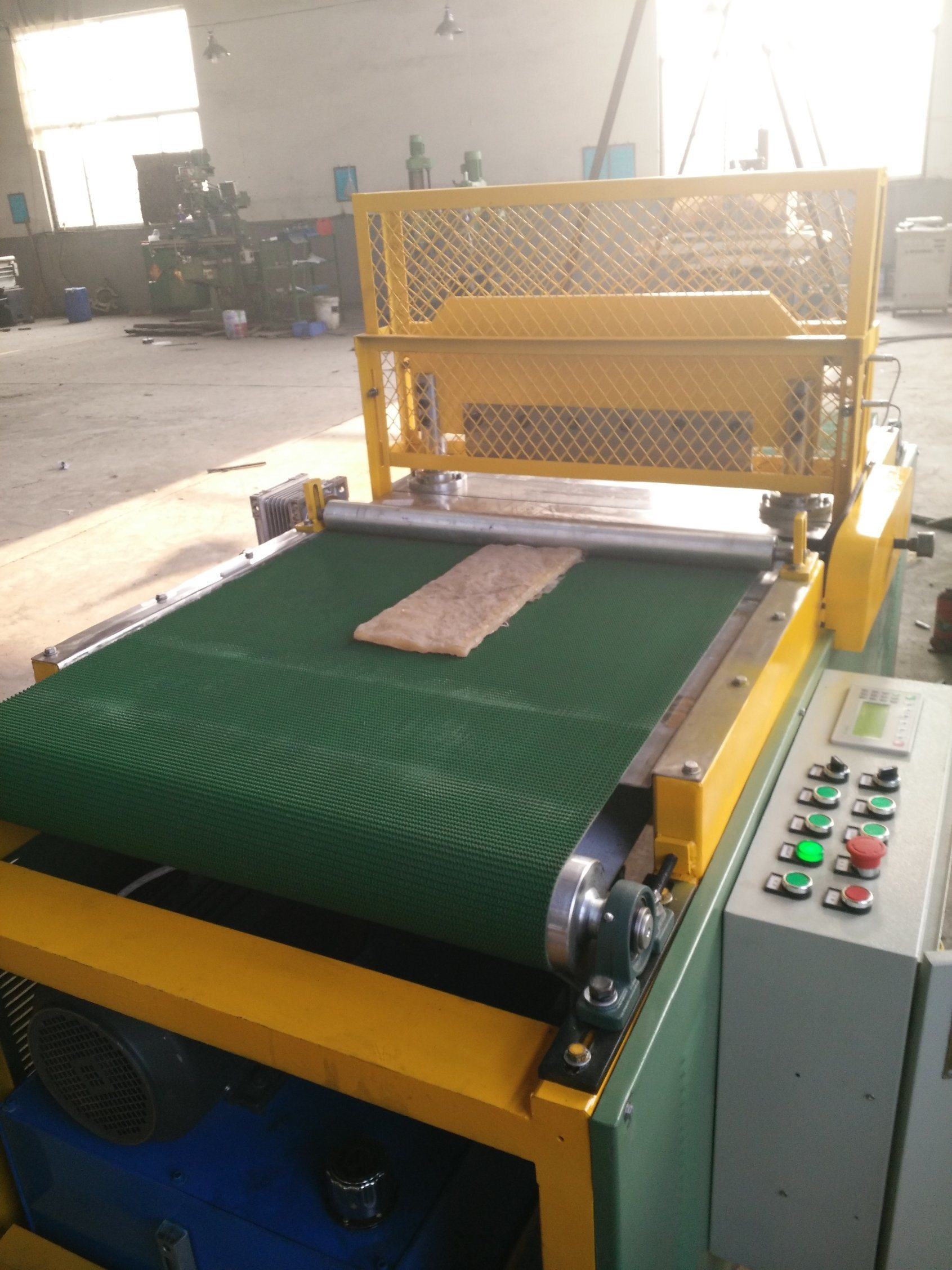 The Customizable Desktop Rubber Cutting Machine with Fully Automatic Control