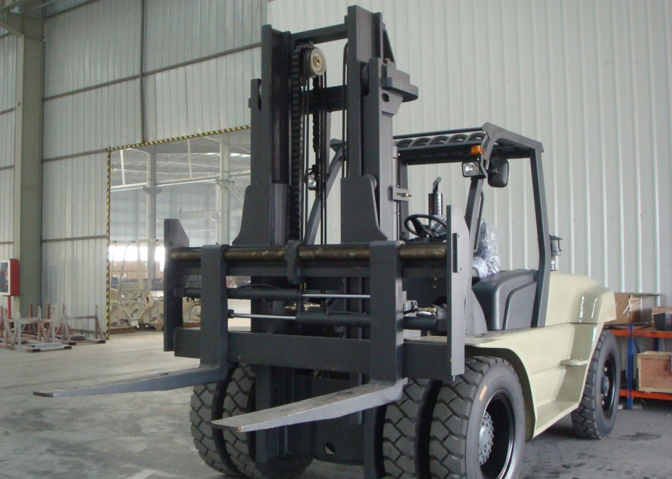 Un 10.0t Diesel Forklift with Original Isuzu Engine with Duplex 5.5m Mast