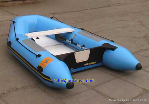 New Product Inflatable Fishing Boat with Fishing Equipment (TK-046)