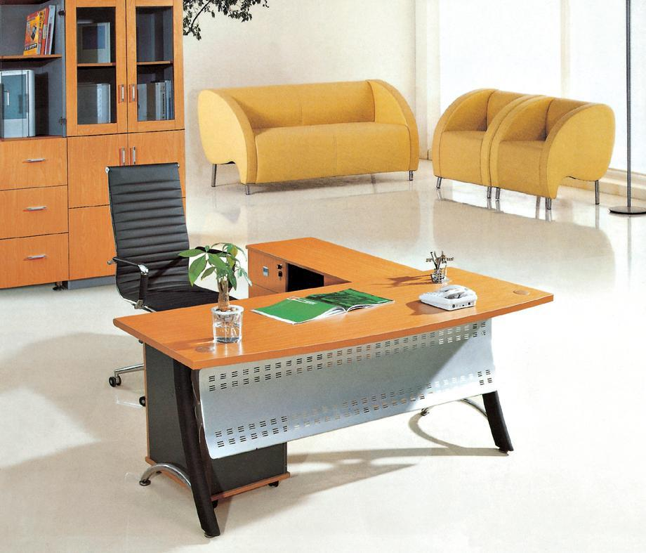 China Modern Office Furniture MFC Wooden MDF Office Table (NS-NW107)