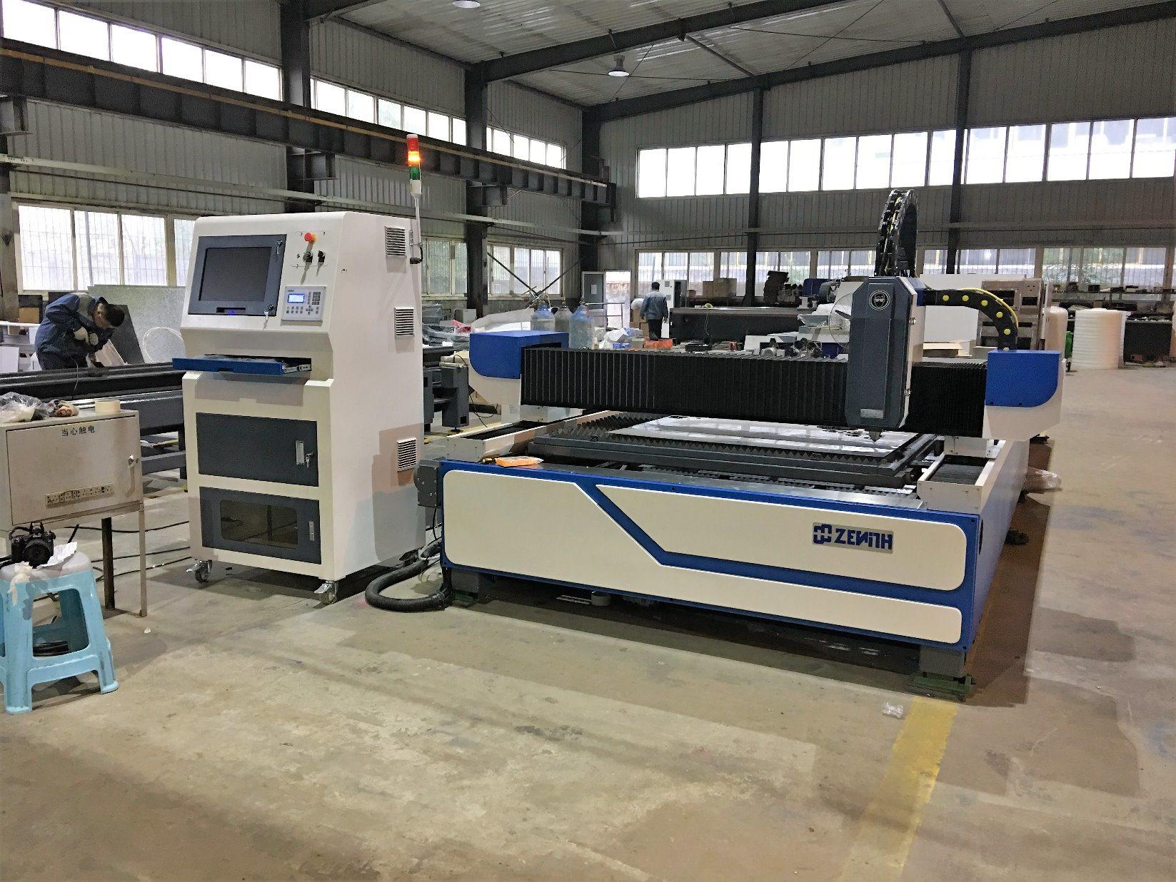 High Quality Fiber Laser Cutting Machine (XZ1530A)