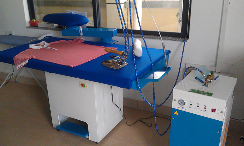 Hot Sale High Quality Laundry Equipment Group Steam Iron Steam Generator Ironing Table (XTT)