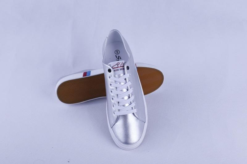 Vulcanized Shoes Rubber Outsole Fashion Men′s Shoes