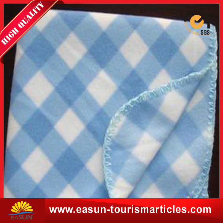 China Supplier Life Comfort Top Selling Polar Fleece Blanket with Embroidery