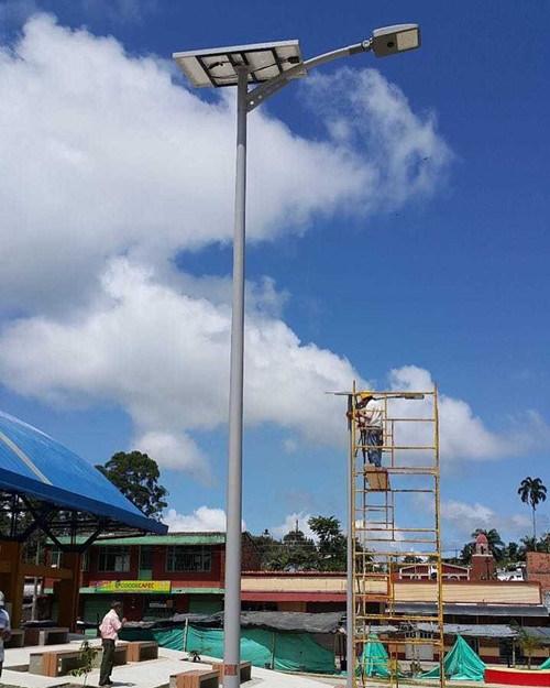 Working Time & Lumen Settable 12hrs 100% Brightness 20W Solar Parking Lot Light