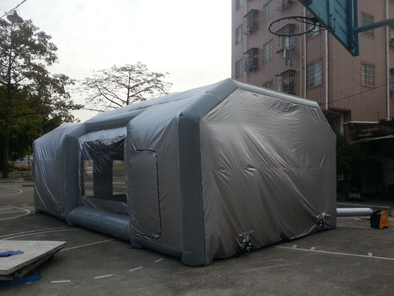 2017 New Most Popular Inflatable Spray Tent