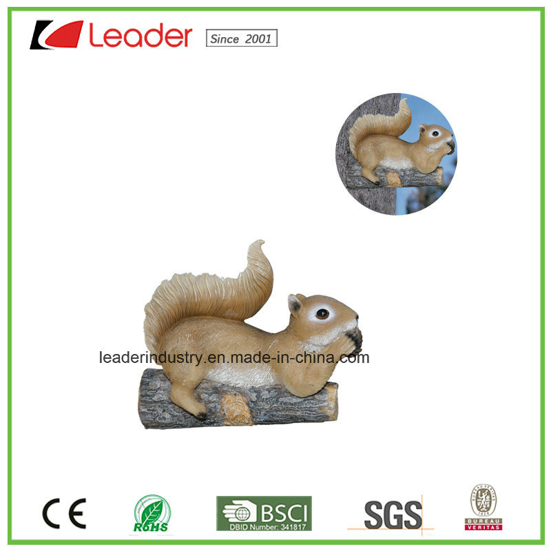 Hand Painted Polyresin Squirrel Bird Feeder Figurine for Tree Decoration and Garden Ornaments