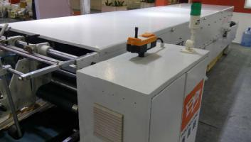 Xcs-1100PC Prefolding and Lock Bottom Folder Gluing
