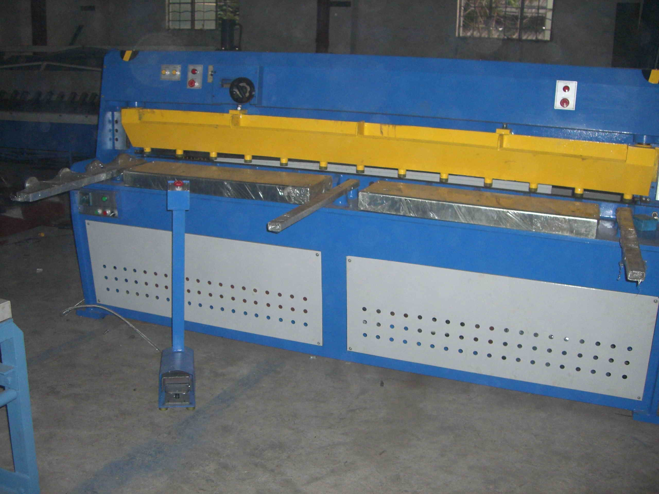 Hydraulic Shearing Machine of Smac Brand (HS-6X1300)