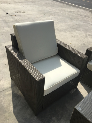 Well Furnir 4 Seater Outdoor Wicker Conversation Set with Cushion