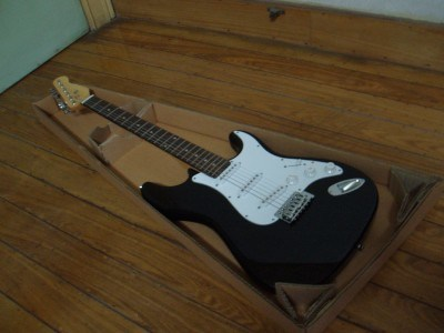 Solid Wood Electric Guitar in High Quality