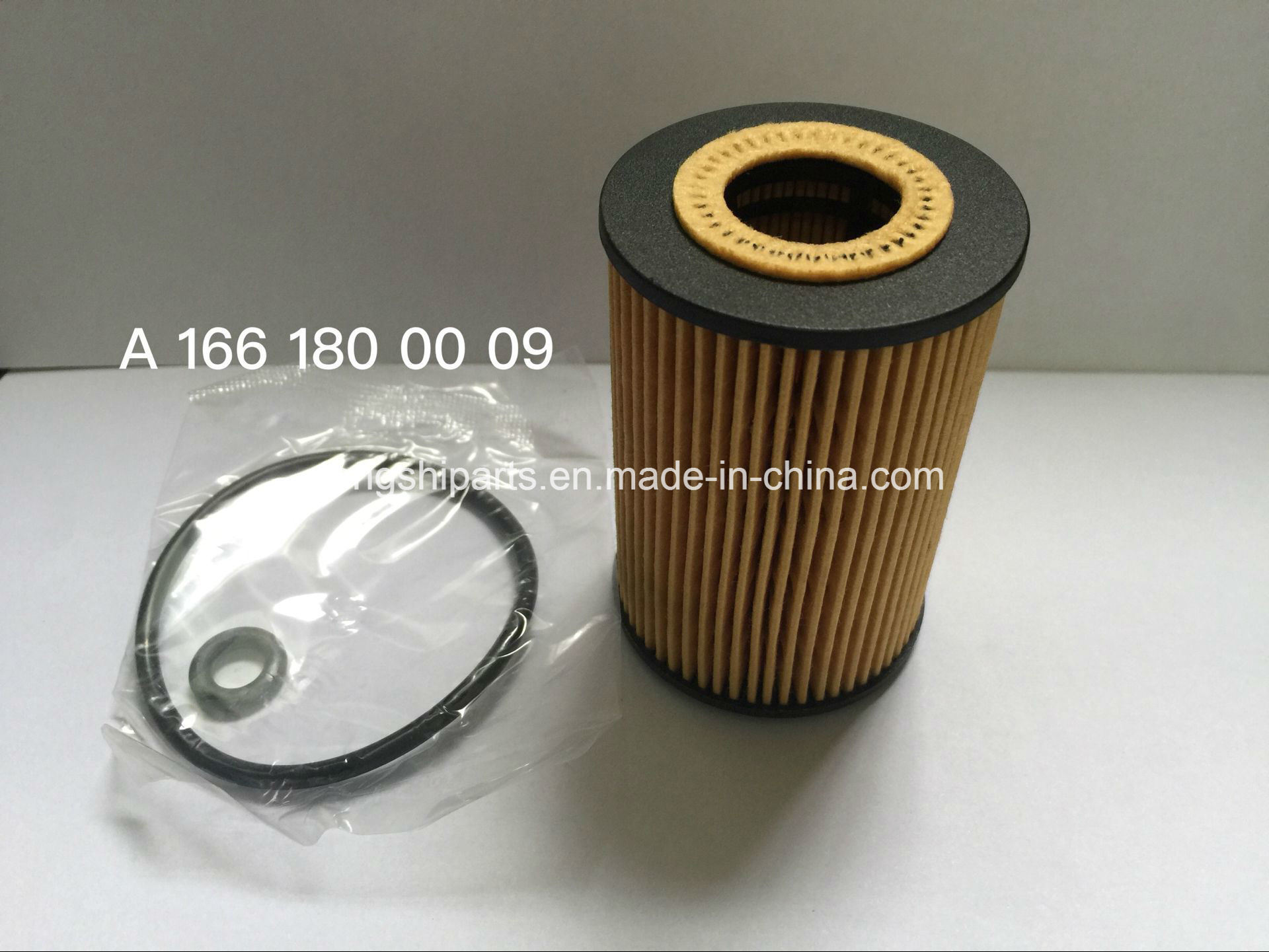 Auto Parts Oil Fiter for Mercedes-Benz