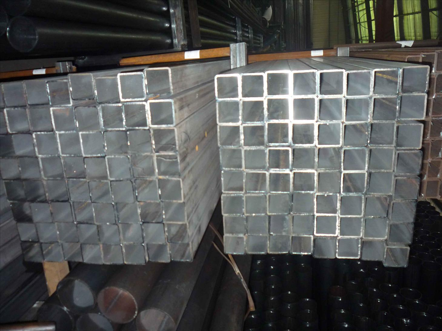 tube en acier carr galvanis tube en acier carr. Black Bedroom Furniture Sets. Home Design Ideas